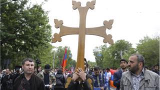 крестный ход во время революции 2018 года в Ереване