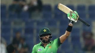 پاکستانی بیٹنگ کی خاص بات اپنا پہلا میچ کھیلنے والے امام الحق کی 124 گیندوں پر سنچری تھی۔
