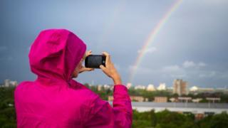 Mulher tirando fotos