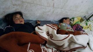 Niños en un hospital luego del ataque