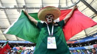 Un supporter mexicain fier de la victoire de son équipe devant la Corée du Sud.