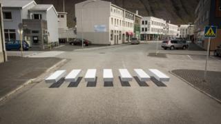 Paso de cebra tridimensional en Ísafjörður.