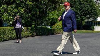 Algunos analistas consideran que la política exterior de Trump envía señales ambiguas.