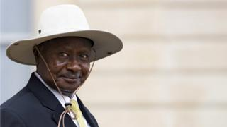 Ugandan President Yoweri Kaguta Museveni leaves after a meeting with French President Francois Hollande (not pictured) at the Elysee Palace in Paris, France, 19 September 2016