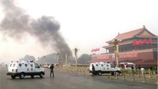 Октябрь 2013 года. Оцепленная площадь Тяньаньмэнь после нападения с использованием автомобиля, жертвами которого стали два человека