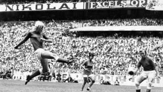 Denmark's Lis Lene Nielsen shoots at goal in the 1971 Women's WC Final in the Azteta Stadium