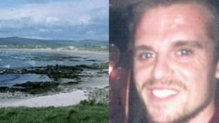 La costa y el surfista Matt Bryce
