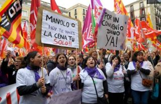 """Protesters hold a placard that reads """"Manolo, today you'll do your dinner yourself!!"""" in Barcelona, Spain"""