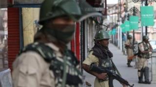 ভারত-শাসিত কাশ্মীরে নিরাপত্তা বাহিনীর টহল
