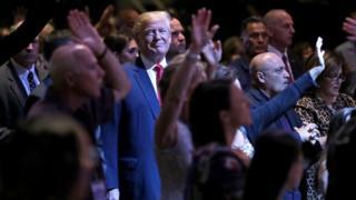 Donald Trump en una misa evangélica en Las Vegas durante su campaña.