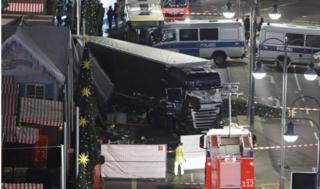 Lokasi truk yang menabrak alun-alun Breitscheidplatz dekat Kurfuerstendamm di barat Berlin, Jerman, 19 Desember 2016