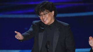 outh Korean film director Bong Joon Ho accepts the award for Best Director