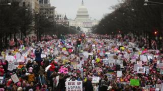 华盛顿示威者向国会山庄方向游行(21/1/2017)
