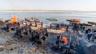 Crematórios em Varanasi