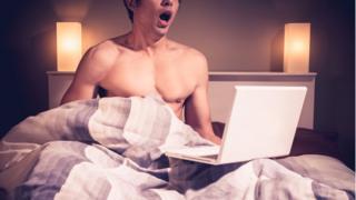 Привычка бесконтрольно смотреть порнофильмы может свидетельствовать о проблемах со здоровьем
