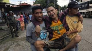 พลเรือนได้รับผลกระทบที่รุนแรงจากการสู้รบในเมืองมาราวีของฟิลิปปินส์