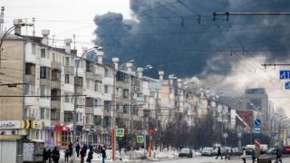 Дым над торговым центром в Кемерове