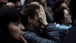 اندوه و درماندگی در چهره بسیاری از شاهدان آتشسوزی مشهود بود