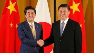 Chủ tịch Trung Quốc Tập Cận Bình gặp Thủ tướng Nhật Bản Shinzo Abe trước thềm G20
