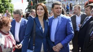 Володимир Гройсман і його дружина Олена оприлюднили декларації