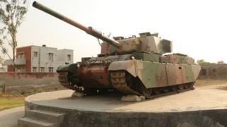 गांव में रखा टैंक