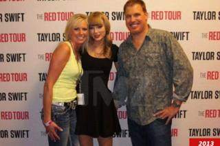 Taylor Swift in photo showing David Mueller allegedly groping her in 2013