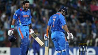 युवराज सिंह, महेंद्र सिंह धोनी, MS Dhoni, Yuvraj Singh, Dhoni hit a six to win 2011 ICC World Cup Final
