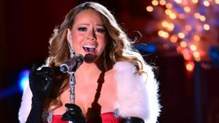 Mariah Carey cantando