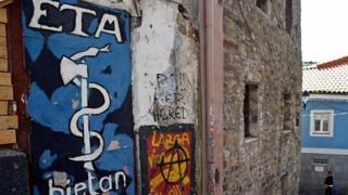 Grafiti de ETA en un muro