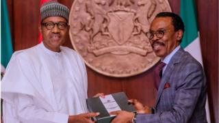 President Muhammadu Buhari and Economist Bisckman Ruwani wey be chairmo for minimum wage mata