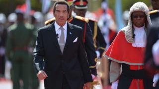 Le président Ian Khama après avoir prêté serment pour un second mandat à Gaborone, le 28 octobre 2014.