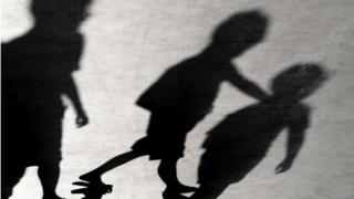 Sombras de niños.