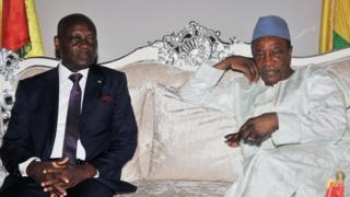 Le Président de la Guinée Bissau, José Mario Vaz, reçu à Conakry par son homologue guinéen Alpha Condé, le 2 octobre 2016.
