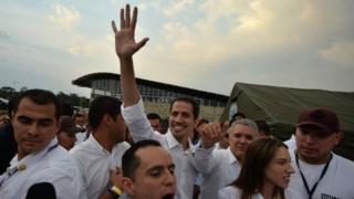 Juan Guaidó, Iván Duque y Fabiana Rosales llegando al puente Tienditas.