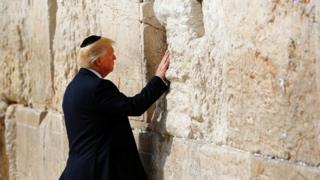 ترامب أمام الحائط
