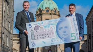 Finance Secretary Derek Mackay and Bank of Scotland treasurer Philip Grant with mock-up of new £5 note