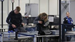 การตรวจสัมภาระก่อนขึ้นเครื่องบิน เป็นส่วนหนึ่งของกิจวัตรในการเดินทาง