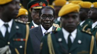 Zimbabwean President Robert Mugabe (C) with soldiers in 2008