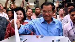 Hun Sen casts his vote, 29 July