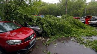 Moskova'da enkaz arabalar