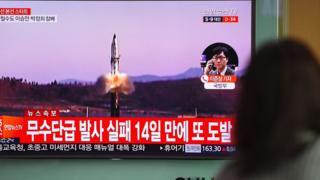 Imagen de un misil despegando.