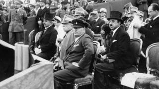 امان الله خان د ايټايا له لومړي وزير بنينو موسليني سره د ايټاليا په پلازمېنه روم کې، جنوري ۱۹۲۸