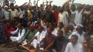 Nepal blocks Indian TV channels over 'blockade'