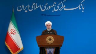 حسن روحانی در جلسه امروز از آقای ظریف، زنگنه و همتی به عنوان خط مقدم مقابله با تحریمها تشکر کرد