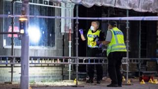 Policajci pretražuju mesto zločina u Malmeu, 18. jun 2018.