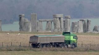 Một dự án táo bạo 1,4 tỷ bảng Anh với tuyến hầm khoan sâu chỉ cách Stonehenge vài trăm mét về phía nam sắp được triển khai.