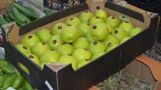 Яблоки с азербайджанской маркировкой