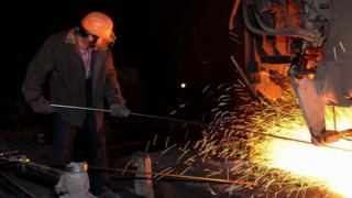 Рабочий на Донецком металлургическом заводе