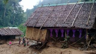 မြေပြိုလို့ ပျက်စီးနေတဲ့ ဘုရားကျောင်း