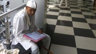 वृद्ध शेतकरी धर्मा पाटील